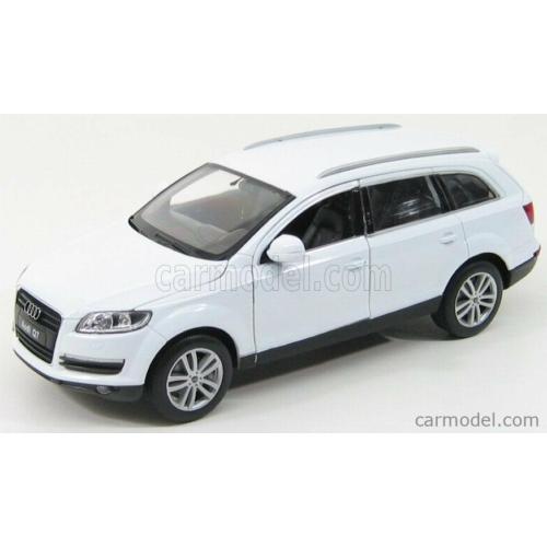 Audi Q7 (fehér)